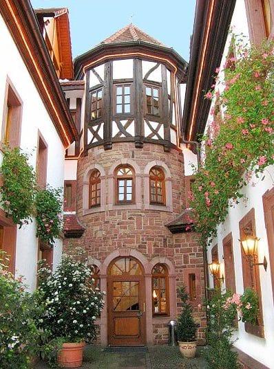 """Hotel***, Restaurant, Weinstube """"Sankt Martiner Castell"""" in Sankt Martin in der Pfalz"""