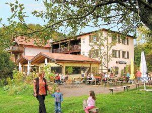 """Wanderheim, Waldgaststätte, Gästezimmer """"Cramerhaus - Lindelbrunn"""" in Vorderweidenthal in der Pfalz"""