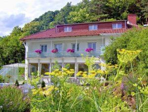 Hotel Berghof & Wirtshaus Hüttenzauber in Albersweiler in der Pfalz