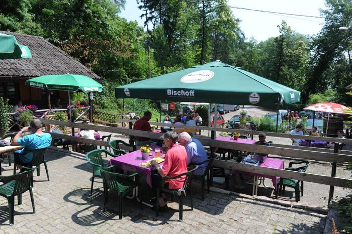 """Waldgaststätte """"Rietania-Hütte"""" bei Weyher in der Pfalz"""