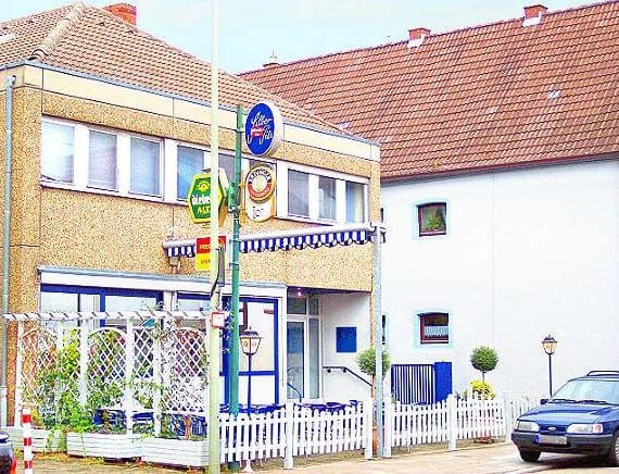 """Gaststätte, Biergarten """"Tom's reale Bierbank"""" in Bellheim in der Pfalz"""