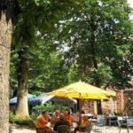 """Biergarten der Waldgaststätte """"Friedensdenkmal"""" bei Edenkoben"""
