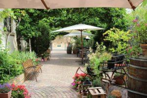 Restaurant/ Weinstube Honigsäckel mit herrlichem Hofgarten