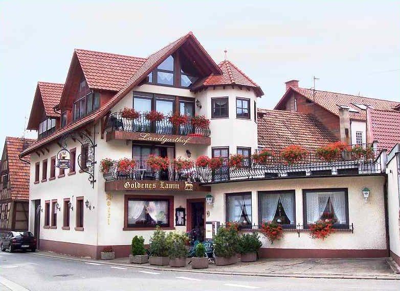 """Hotel, Restaurant, Landgasthof, Appartements """"Goldenes Lamm"""" in Vorderweidenthal in der Pfalz"""