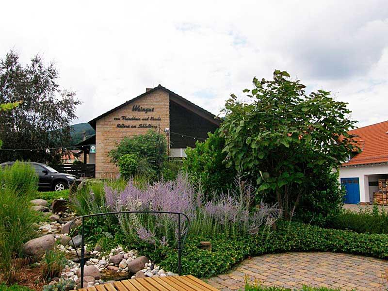 """Weingut, Weinhotel, Gaststätte Fleischbein & Kienle """"Schlossbergstübchen"""" in Burrweiler in der Pfalz"""