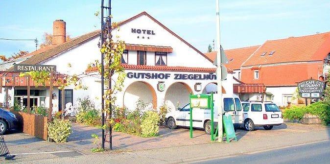 """Hotel, Restaurant """"Gutshof Ziegelhütte"""" in Edenkoben in der Pfalz"""