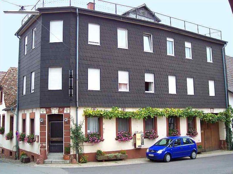 """Gasthaus, Fremdenzimmer """"Zum Löwen"""" in Weyher in der Pfalz"""