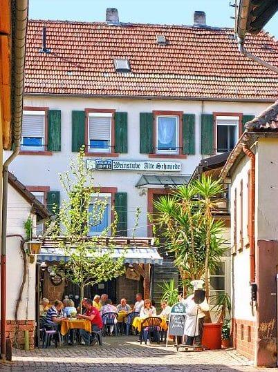 """Wein- und Bierstube """"Alte Schmiede"""" in Rhodt in der Pfalz"""