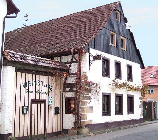 "Weinstube ""Reuters Holzappel"" in Oberhofen in der Pfalz"