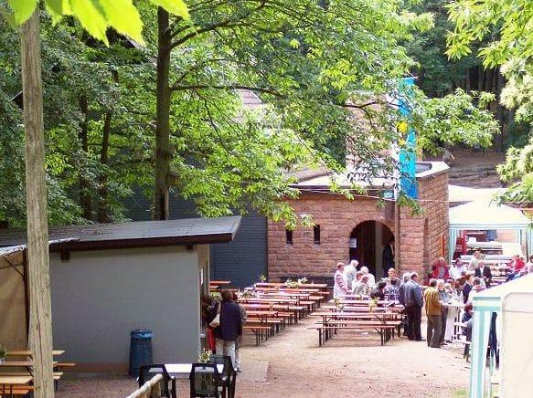 """Waldgaststätte """"Ramburgschenke"""" bei Ramberg in der Pfalz"""