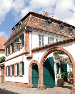 Weingut & Hotel Waldkirch in Rhodt in der Pfalz