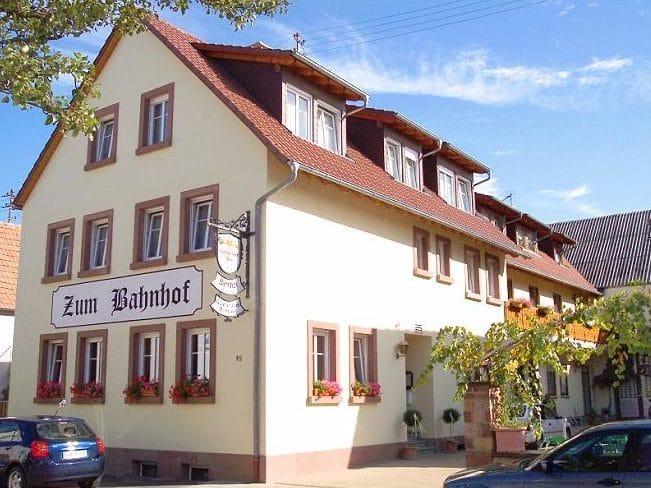 """Restaurant, Pension """"Zum Bahnhof"""" in Landau-Mörlheim in der Pfalz"""