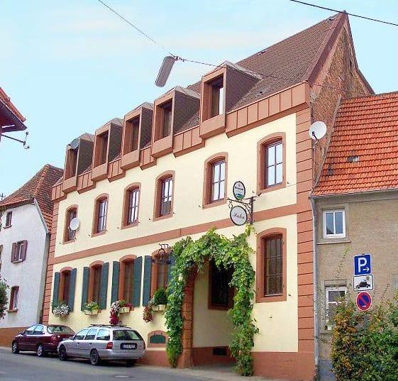 """Weinstube """"Hahn"""" in Landau - Arzheim in der Pfalz"""