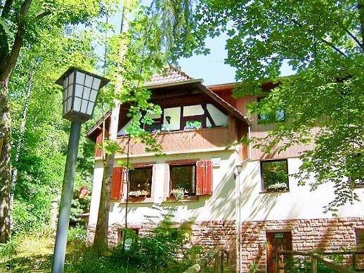 """Wanderheim des Pfälzerwald-Vereins """"Hüttenbrunnen"""" bei Edenkoben"""