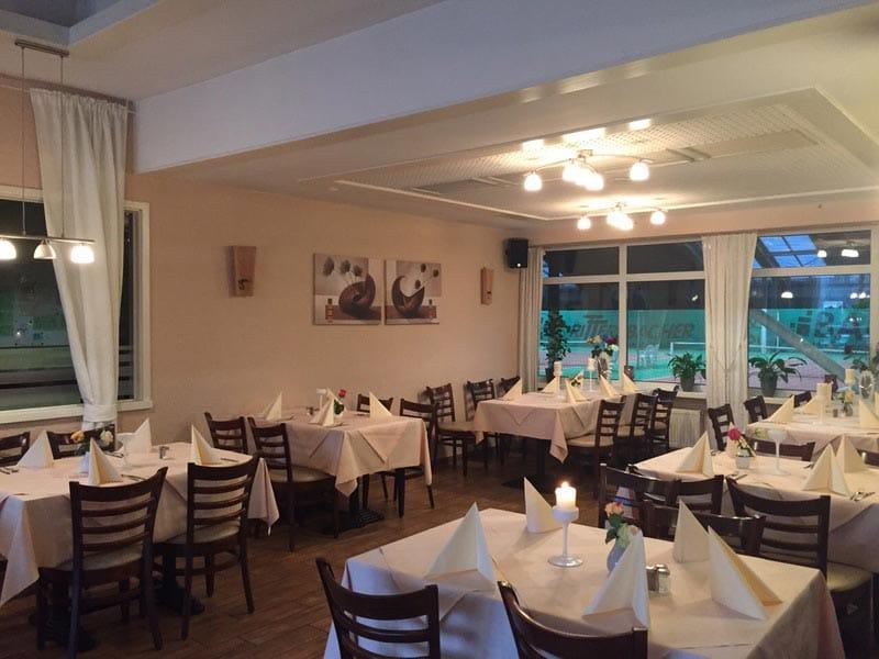 """Gastraum im Restaurant """"Mythos"""" in Maikammer"""