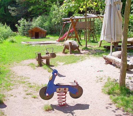 """Spielplatz """"Paddelweiher-Hütte"""""""