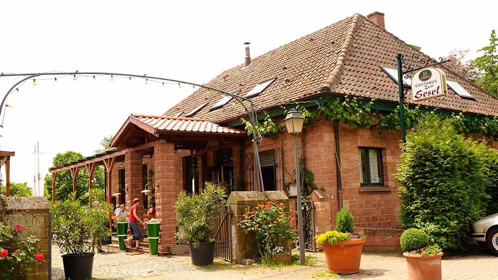 """Gasthaus """"Sesel"""" in """"der Alten Rebschule"""" in Rhodt"""
