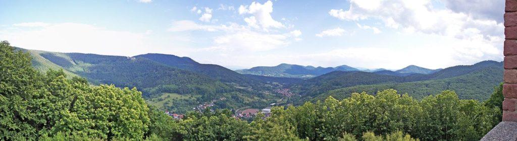 Blick von der Ruine Ramburg bei Ramberg in der Pfalz