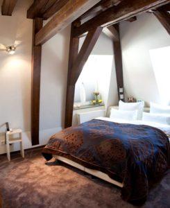 """Schlafzimmerbeispiel """"Schlosshotel Bergzaberner Hof"""""""