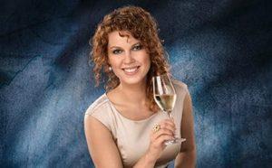 Weinprinzessin Anastasia Kronauer stellt ihr Heimatdorf vor
