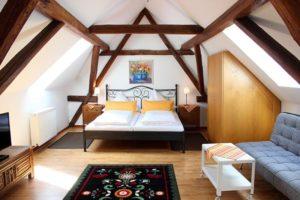 """Gästezimmer im Hotel """"Waldkirch"""" in Rhodt"""