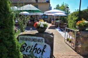 """Eingang """"Naturfreundehaus Bethof"""" in Vorderweidenthal - Pfalz"""