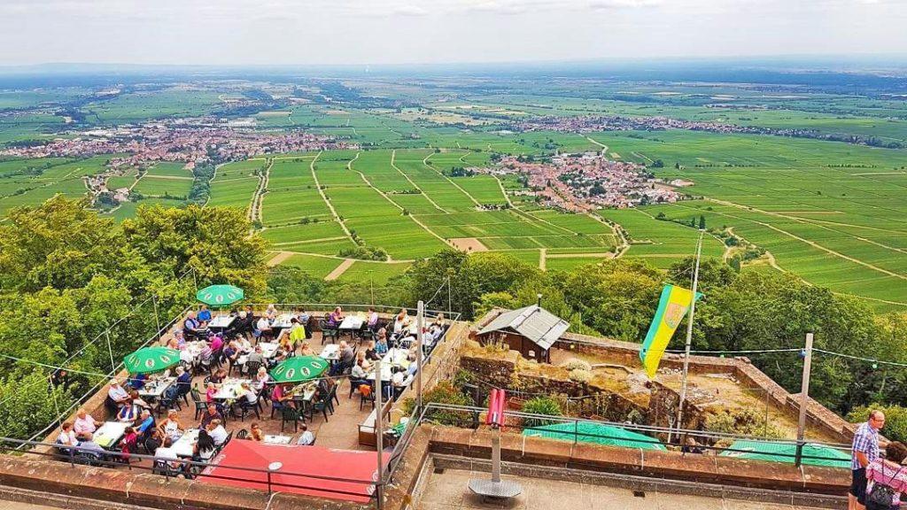 Höhengaststätte Rietburg über Edenkoben in der Pfalz
