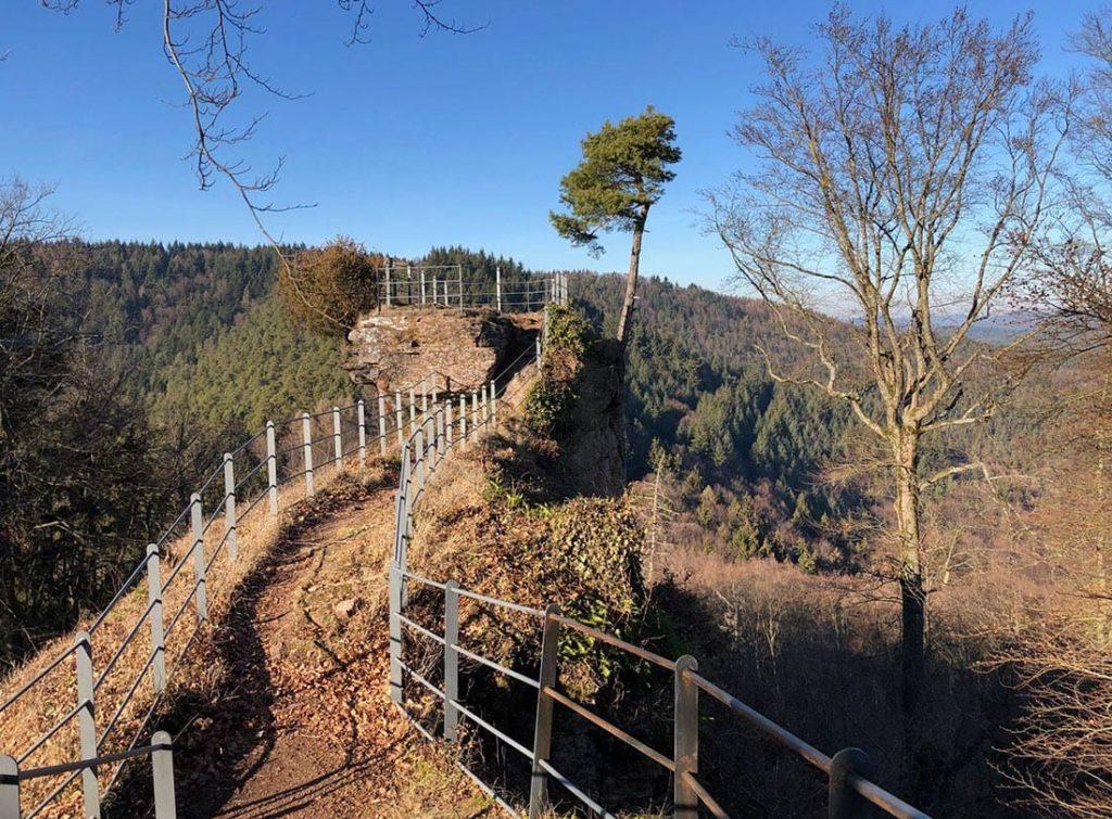 Die Guttenberg-Ruine bei Dörrenbach in der Südpfalz
