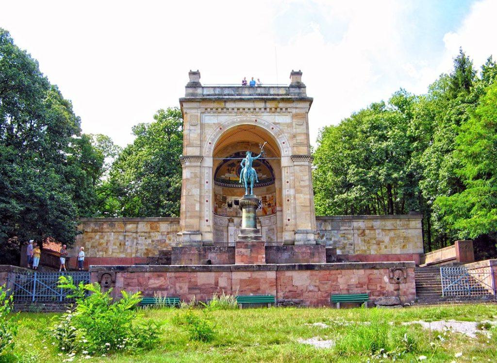 Das Sieges- und Friedensdenkmal in Edenkoben in der Pfalz